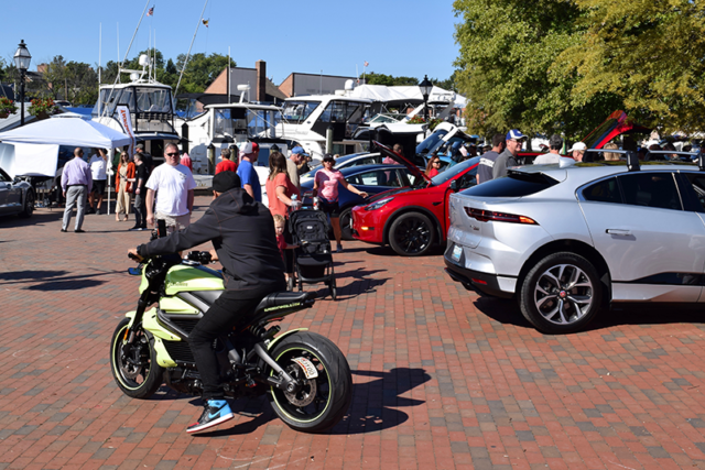Harley-Davidson LiveWire electric motorcycle owner drives into the Annapolis NDEW Kick Gas EV Showcase Sept 2021